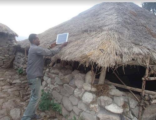 /data/fund/4137/エチオピアの試験導入パネル.JPG